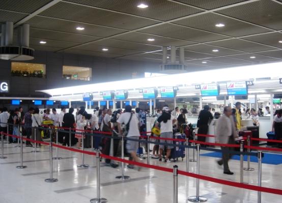 成田空港で退去命令のタイ人が逃...